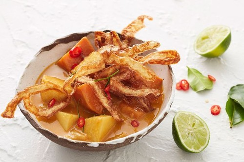 Yellow Thai potato curry with crispy potato skins